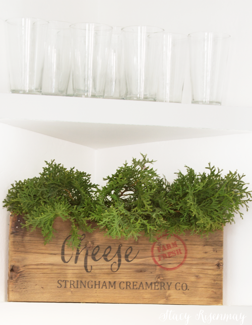Christmas-greenery-in-dining-room